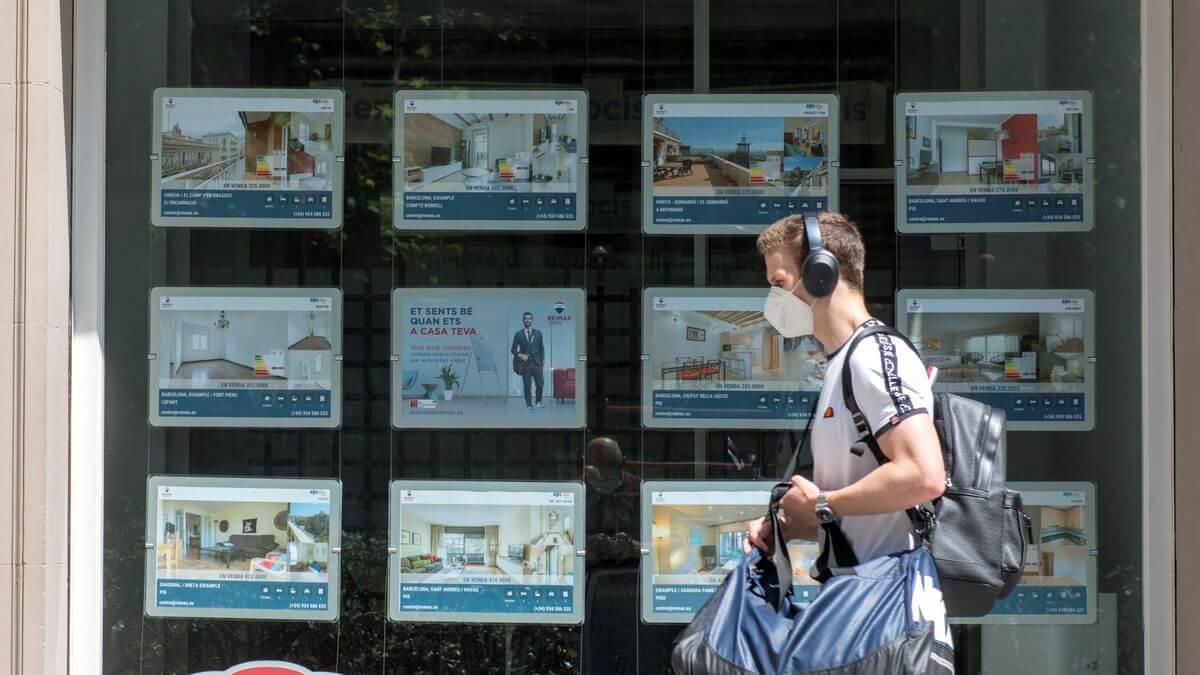 España pagará a jóvenes de hasta 35 años bono de 250 euros para que se muden de la casa de sus padres