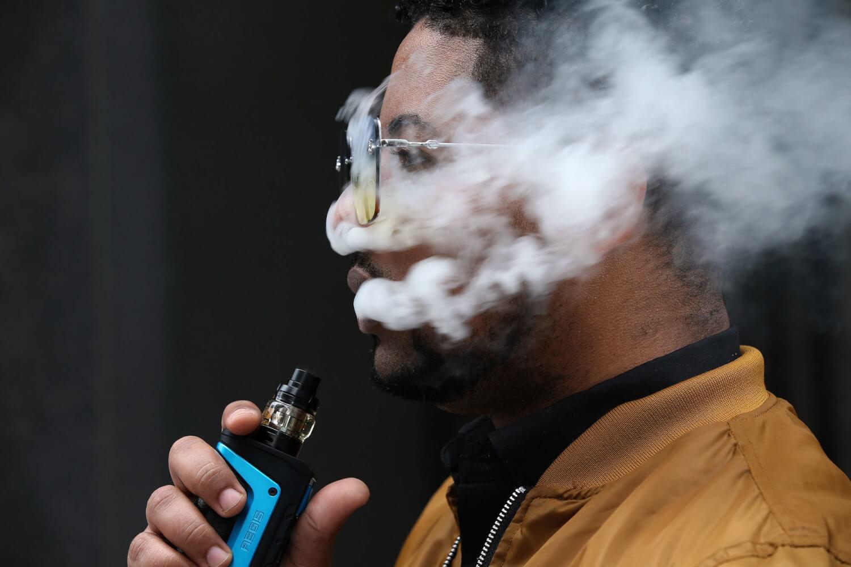 Vaping: La FDA estadounidense aprueba por primera vez el uso de cigarrillos electrónicos