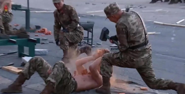"""WTF? Corea del Norte exhibe sus """"super soldados"""" en una muestra brutal de """"fuerza, valentía y moral"""""""