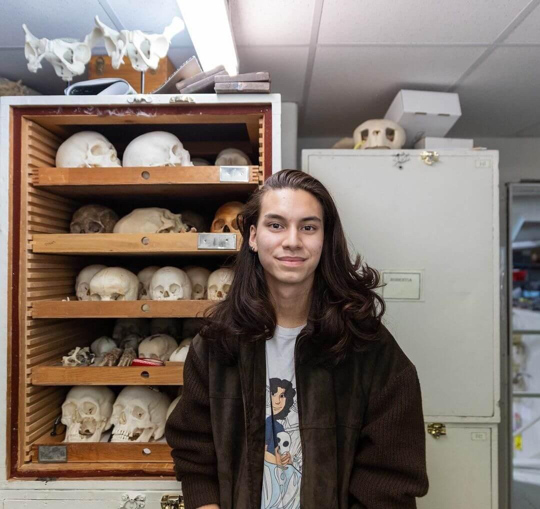 Conoce a JonsBones, el controversial TikToker que colecciona y vende huesos humanos