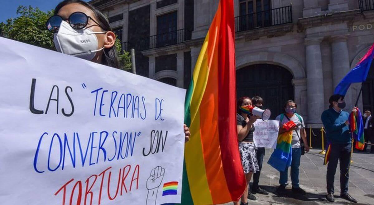 """Activistas de Colombia recogen firmas para exigir al gobierno que se prohíban las """"terapias de conversión"""" LGBTQI+"""