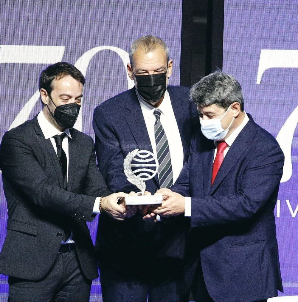 Controversia en España al descubrirse que la premiada escritora Carmen Mola era el seudónimo de tres hombres