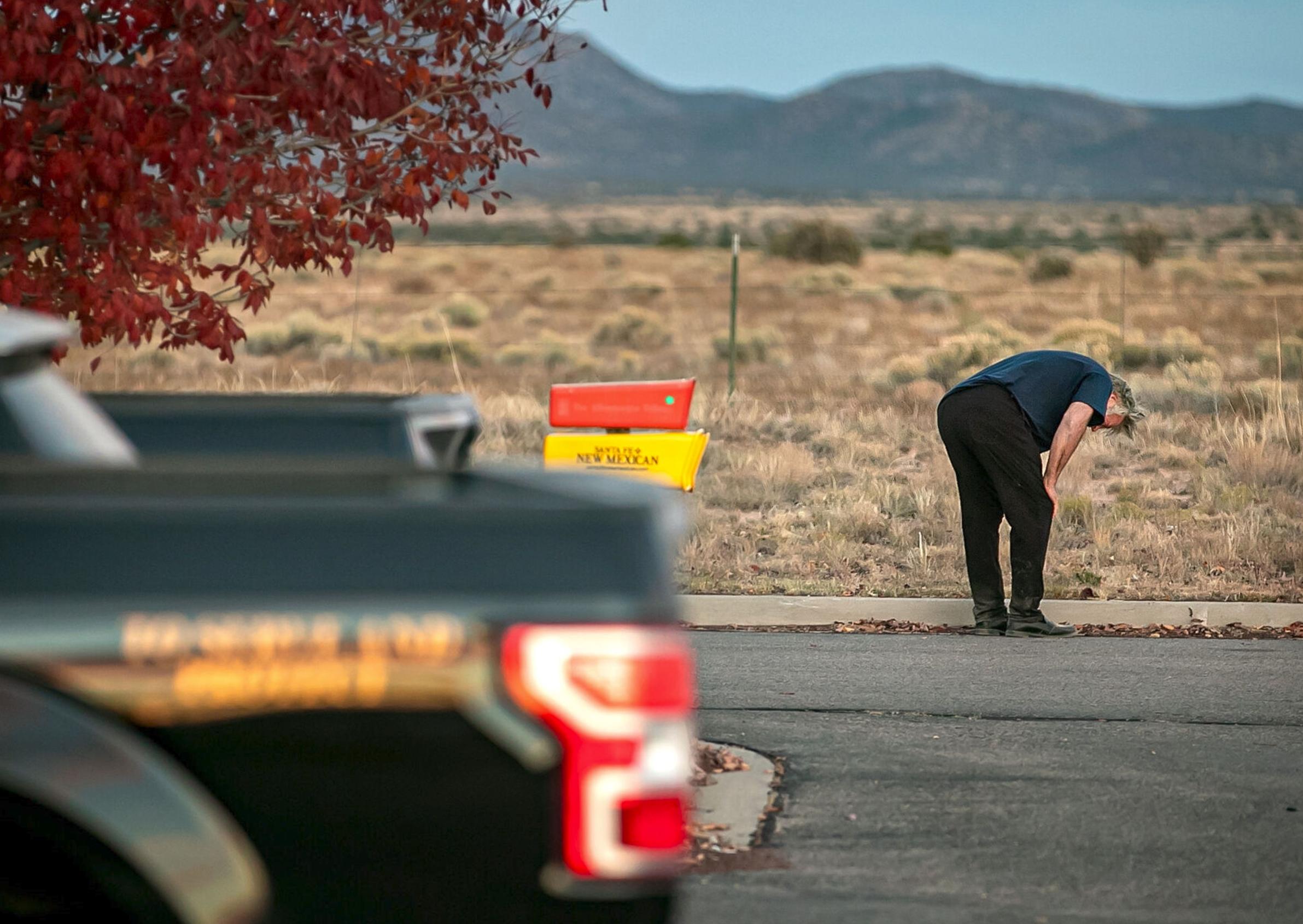 """Alec Baldwin mata accidentalmente de un disparo a la directora de fotografía durante la filmación de """"Rust"""""""